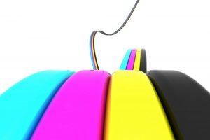 Què és el color CMYK i com s'utilitza en publicitat impresa?